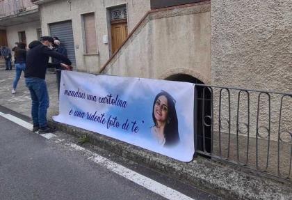 Cade da balcone e morta a Potenza: funerali di Dora Lagreca tra commozione e incredulità