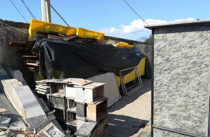 """Cimitero nel degrado a San Marzano sul Sarno, l'ira del gruppo opposizione """"Noi sempretravoi"""": """"Il luogo della memoria abbandonato a se stesso"""""""