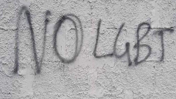 A Nocera Inferiore compaiono scritte omofobe, la denuncia dell'Arcigay
