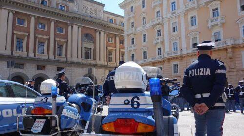 Lite in piazza Amendola a Salerno, extracomunitario ferito alla mano