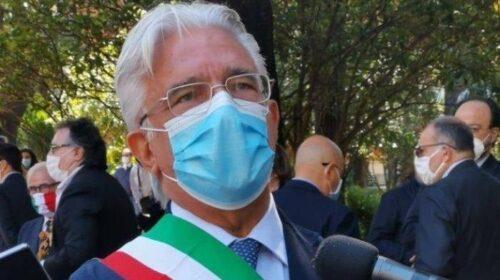 """Salerno, Claudia Pecoraro e Catello Lambiase (5 Stelle): """"Il sindaco tiene in scacco le istituzioni"""""""